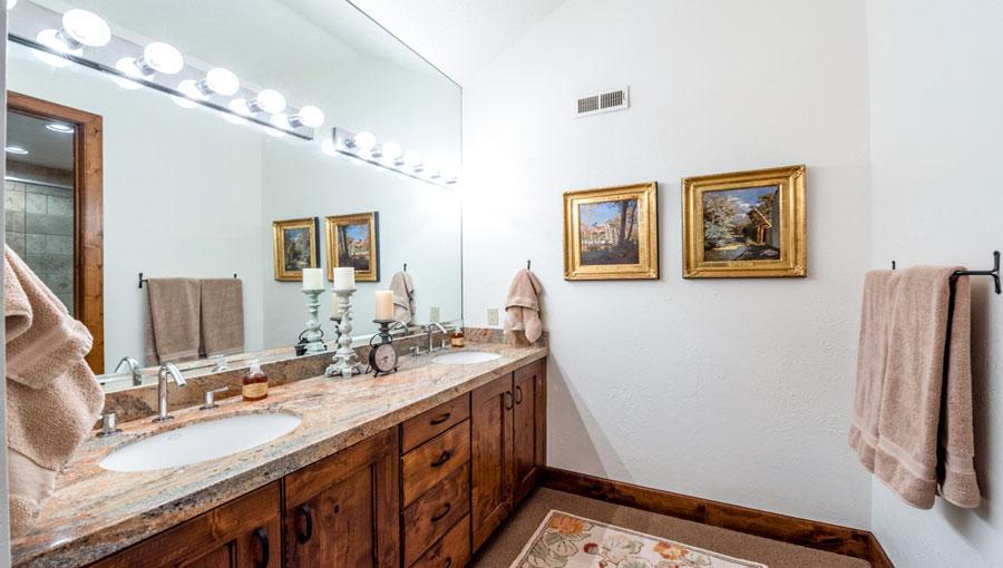 Serenity Ranch Guest Suite Bathroom